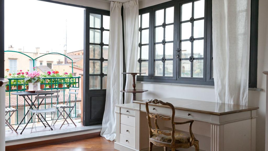 Spanish Steps Artisti Apartment<br>